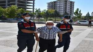 Aksaray'da 77 yaşındaki kişi tartıştığı eşini tabancayla yaraladı