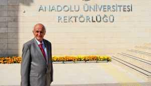 Eskişehir'de 78 yaşındaki emekli öğretmenin üçüncü üniversite diploması sevinci