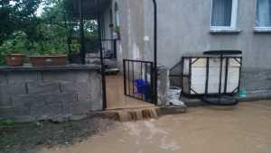 Isparta'da sağanak su baskınına neden oldu