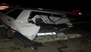 Mersin'de otomobil bariyerlere çarptı: 3 yaralı
