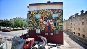 Ressam Diego Rivera'nın eserleri 37 yıllık binanın dış cephesini renklendirdi