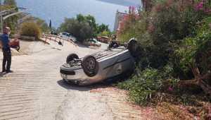 Kaş'ta otomobil devrildi: 2 yaralı