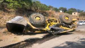Kayseri'de devrilen iş makinesinin sürücüsü yaralandı