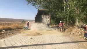 Ulaş'ta kilit parke taşı döşeme çalışmaları devam ediyor