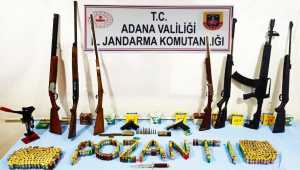 Adana'da bir evde 7 tüfek ve 2 tabanca ele geçirildi