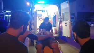 Adana'da kaldırıma çıkan motosikletli yayaya çarptı: 2 yaralı