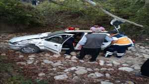 Adana'da otomobil şarampole devrildi: 2 yaralı