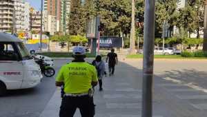 Adana'da trafik kurallarına uymadığı drone ile belirlenen yaya ve sürücülere ceza