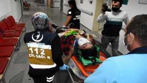 Aksaray'da otomobil elektrik direğine çarptı: 1'i ağır 4 yaralı