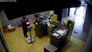 Antalya'daki PTT şubesini soyan sanığın rahat tavırları kamerada