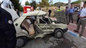 Burdur'da kamyonetle otomobil çarpıştı: 2'si çocuk 7 yaralı