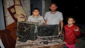 Mersin'de evinde yangın çıkan öğrenciye tablet hediye edildi