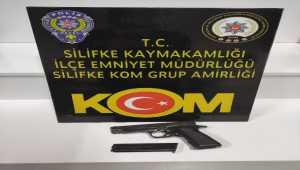 Mersin'de ruhsatsız tabanca bulunduran kişi gözaltına alındı
