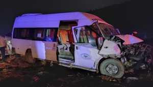 Mersin'de yolcu minibüsüyle traktör çarpıştı: 8 yaralı