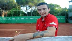 Paralimpik tenisçi Emirhan, raketini hep başarı için sallıyor