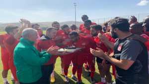 Sivassporlu Goiano'ya takım arkadaşlarından doğum günü sürprizi