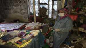 Adana'da tek başına çöp evde yaşayan 27 yaşındaki kadın hastaneye kaldırıldı