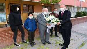 AÜ Rektörü Prof. Dr. Fuat Erdal, ilkokul öğretmenini ziyaret etti