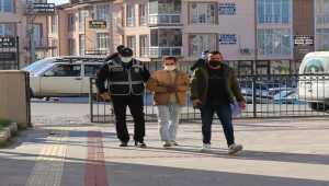 Burdur'da camiden hırsızlık güvenlik kamerasında