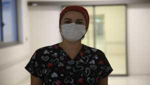 Kovid-19'u yenip göreve dönen 2 doktor hastalıkla savaşmayı sürdürüyor