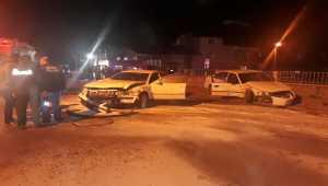 Sivas'ta iki otomobil çarpıştı: 2 yaralı