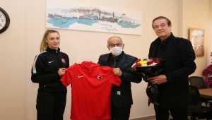 Beyşehir Belediye Başkanı Bayındır, Avrupa şampiyonu milli sporcuyu kabul etti