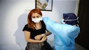 Bilim Kurulu üyeleri ve sağlıkçılara Kovid-19 aşısı yapıldı