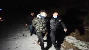 Kısıtlamayı ihlal eden genç, başka şüphelileri arayan polis ekibince yakalandı