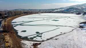 Sivas'ta Kızılırmak Nehri kısmen buz tuttu