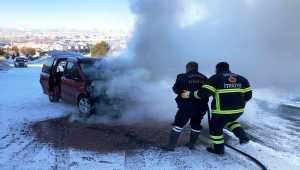 Ürgüp'te seyir halindeki araç yandı