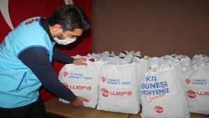 Yozgat'ta 400 öğrenciye kıyafet yardımı yaptı