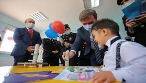 Aksaray'da jandarmadan engelli öğrencilere 23 Nisan kutlaması