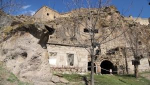 Aksaray Manastır Vadisi'ndeki yer altı şehri, ziyaretçilerini tarih yolculuğuna çıkartıyor