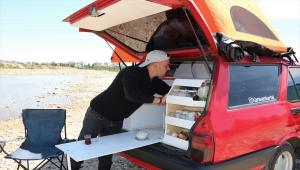 Antalyalı gezgin karavana çevirdiği eski model otomobiliyle hayallerinin peşinden gidiyor