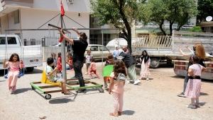 Kumluca'da çocuklara özel bayram kutlaması