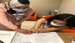 Almanya'da yaşayan Beyza Doğan çift kol nakli için Akdeniz Üniversitesine başvurdu