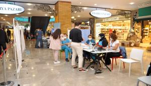 Aqua Florya Alışveriş ve Yaşam Merkezi'nde ziyaretçiler için aşı standı kuruldu