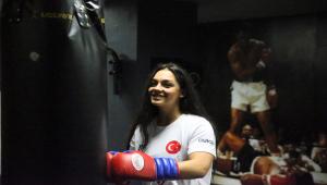 Avusturya'dan kesin dönüş yapan genç kadın boksör, Türkiye için yumruk atacak