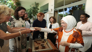 Emine Erdoğan, Antalya Diplomasi Forumu'na katılan liderlerin eşleriyle bir araya geldi