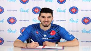 Halkbank'ta genç oyuncu Efe Bayram'ın sözleşmesi yenilendi