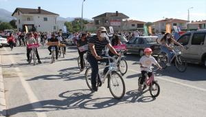 Kayseri'de babalar ve çocukları bisiklet turu etkinliğine katıldı