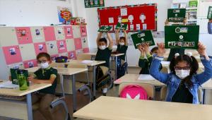 Nevşehir Belediyesince çevre bilinci oluşturulması amacıyla öğrencilere kitap seti dağıtıldı