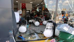 Sivas'ta bir iş yerine ve araca otomobiliyle çarparak zarar veren şüpheli gözaltına alındı