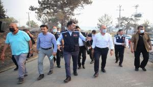 Bakan Kurum, yangının etkili olduğu Manavgat'ın Kalemler Mahallesi'nde incelemede bulundu