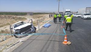 Konya'da tır otomobile çarptı: 2 ölü