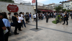 Kovid-19 nedeniyle tribünlere hasret kalan Sivassporlu taraftarlardan Petrocub maçına yoğun ilgi