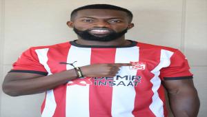 Sivasspor, Nijeryalı ön libero Azubuike'yi 2021-2022 sezonu sonuna kadar kiraladı