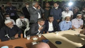Gelecek Partisi Genel Başkanı Davutoğlu, Konya'da öldürülen 7 kişinin yakınlarına taziye ziyaretinde bulundu
