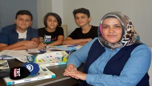 Üç çocuk annesi, 20 yıl sonra üniversiteyi kazandı