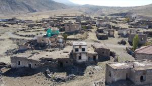 Aksaray'da su çıkmadığı için boşaltılan köyde 10 yıldır tek başına yaşıyor